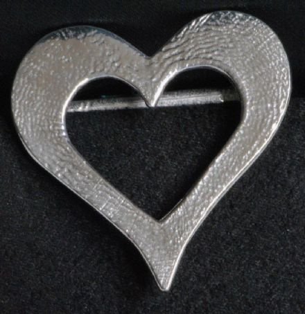 "Ladycrow Pewter Scarf Ring ""Dainty Heart"""